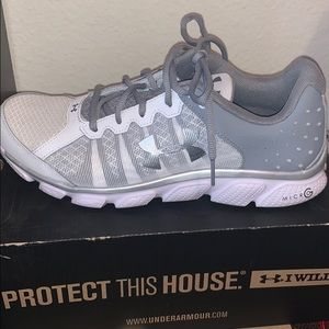 NEW under armour athletic sneakers
